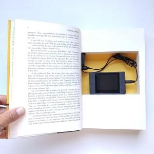 Telecamera nascosta in un libro